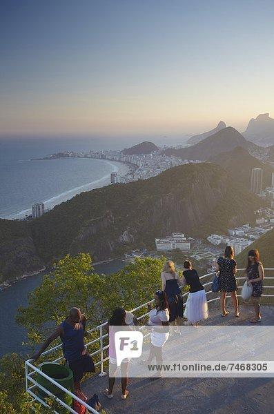Berg  Fröhlichkeit  Brotlaib  Tourist  Zucker  Ansicht  Brasilien  Rio de Janeiro  Südamerika