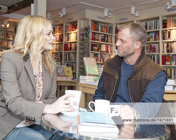 Buchhandlung  sprechen  Kaffee