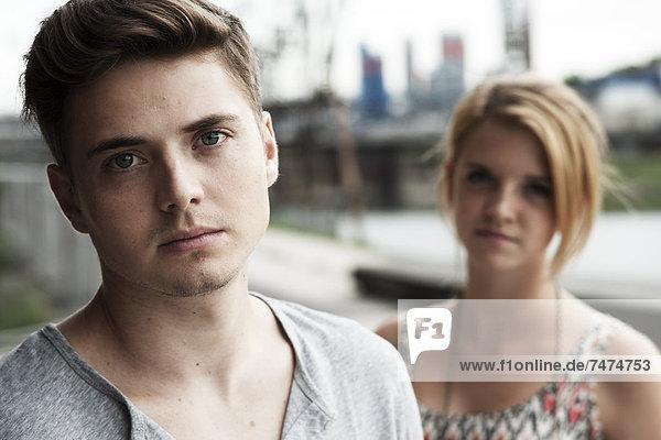 junges Paar  junge Paare  Baden-Württemberg  Deutschland