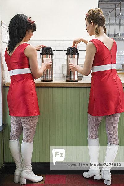 Vereinigte Staaten von Amerika USA Frau Kleidung Kaffee Teufel bekommen