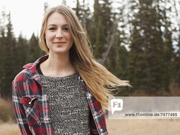 Portrait  Frau  jung  Landschaftlich schön  landschaftlich reizvoll