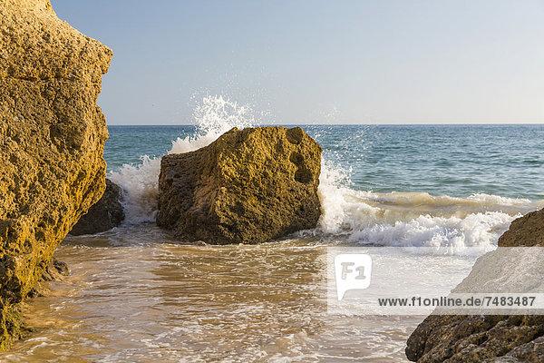 Felsen an der Küste  Praia da GalÚ  Albufeira  Algarve  Portugal  Europa