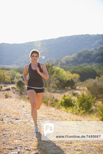 USA  Texas  Junge Frau beim Joggen