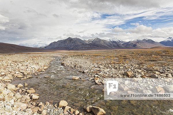 USA  Alaska  Blick auf den Galbraith Lake  Brooks im Hintergrund bei North America