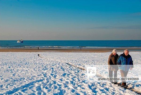 gehen  Strand  Schnee  alt  Niederlande
