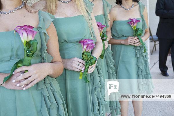 Blumenstrauß Strauß Blume halten Brautjungfer