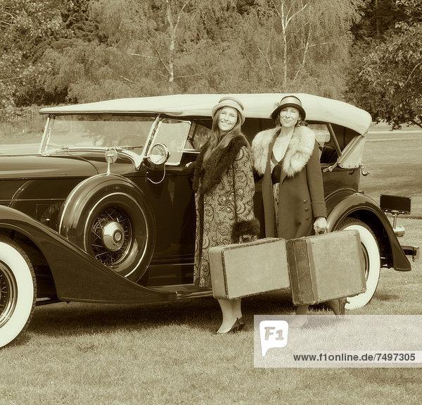 Europäer  Frau  Auto  Gepäck  Retro