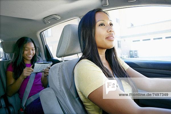 benutzen , Technologie , sehen , Auto , Tochter , Mutter - Mensch
