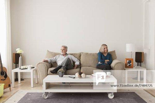 sitzend  Senior  Senioren  Couch  Zorn