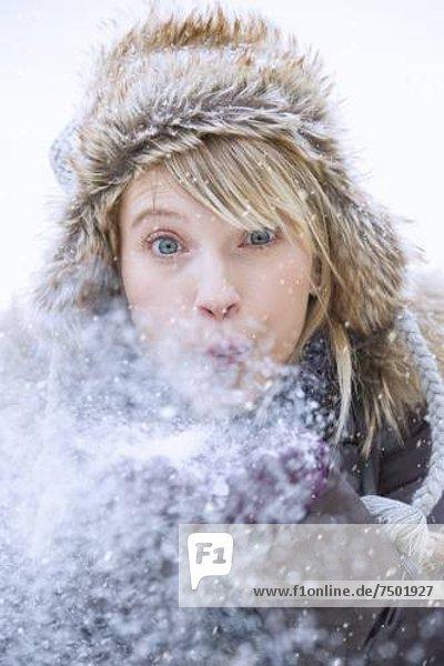 Frau Blasen Schnee