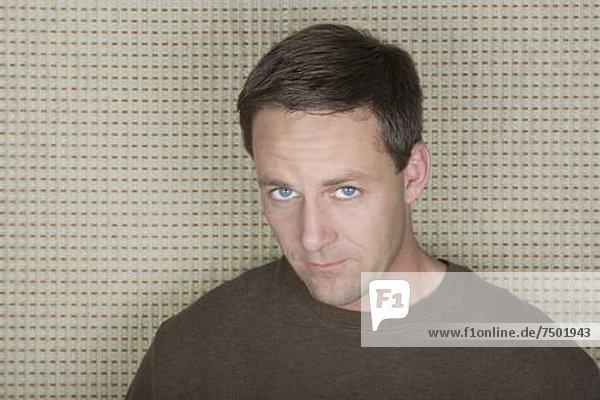Portrait  Mann  reifer Erwachsene  reife Erwachsene  Studioaufnahme