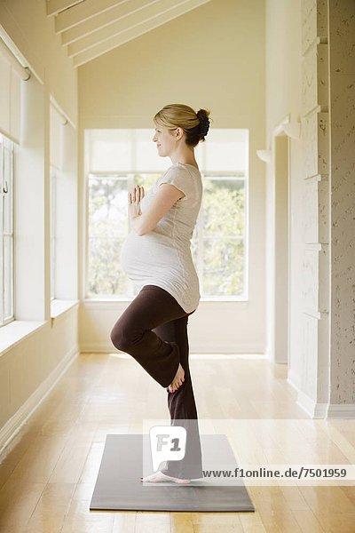 Frau  schwanger  Yoga
