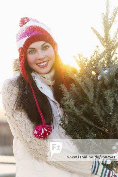 Portrait  Frau  tragen  Baum  jung