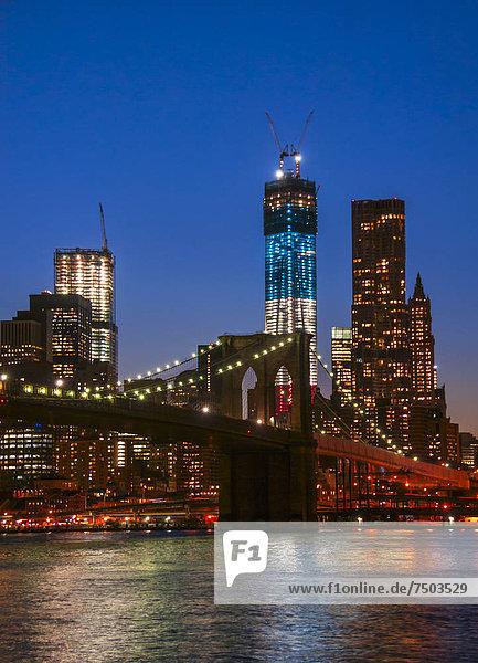 über  Brücke  Fluss  Ansicht  1  Hudson River  Brooklyn  Freiheit  Manhattan