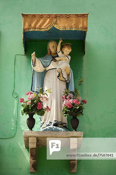 Jungfrau Maria  Madonna  Schrein