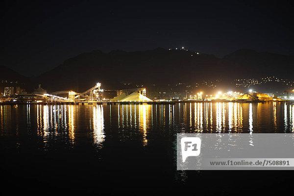 Nacht  Beleuchtung  Licht  Fabrikgebäude  Schwefel