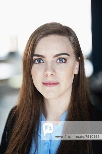 Porträt einer jungen Geschäftsfrau