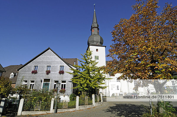 Evangelische Kirche  Altstadtkirche  Altstadt  Bergneustadt  Bergisches Land  Nordrhein-Westfalen  Deutschland  Europa  ÖffentlicherGrund