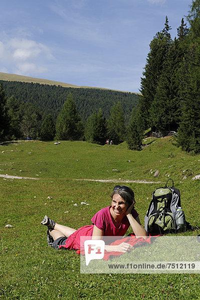 Wanderin  Raschötz bei St. Ulrich  Grödnertal  Südtirol  Alto Adige  Italien  Europa