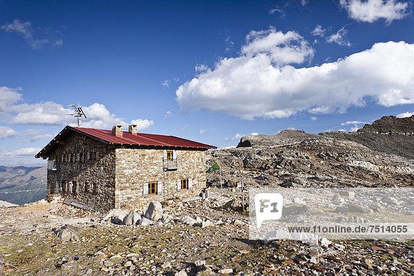 Rieserfernerhütte in der Rieserfernergruppe im Pustertal  Südtirol  Italien  Europa