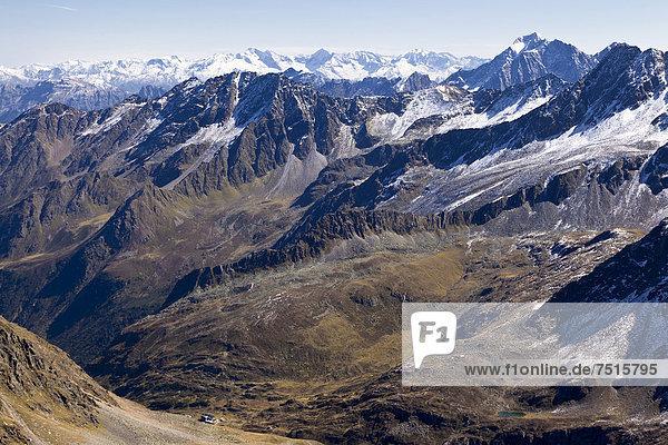 Blick von der Rinnenspitze auf die Franz Senn Hütte  Stubaier Alpen  Tirol  Österreich  Europa