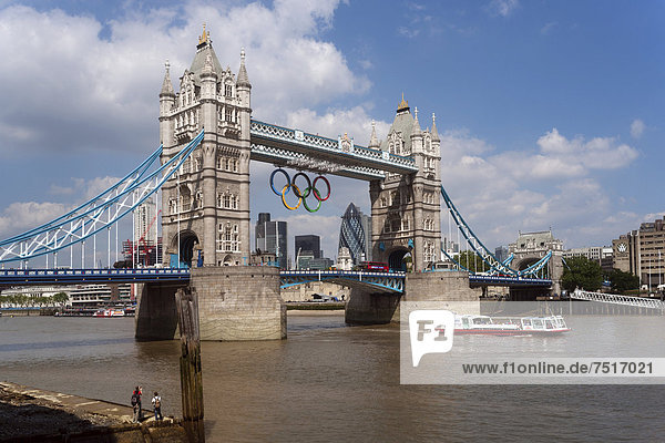 Olympische Ringe  Tower Bridge  Themse  London  England  Großbritannien  Europa