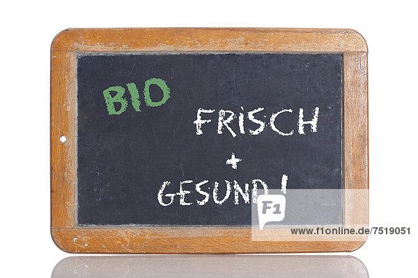 'Alte Schultafel mit Aufschrift ''BIO FRISCH + GESUND!'''
