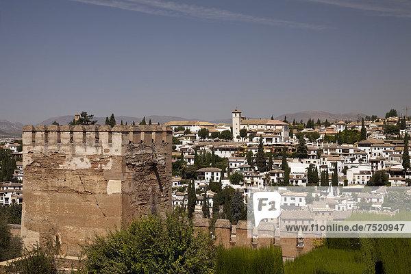 Ausblick von der Alhambra auf den Stadtteil Albayzin  UNESCO Welterbestätte  Granada  Andalusien  Spanien  Europa