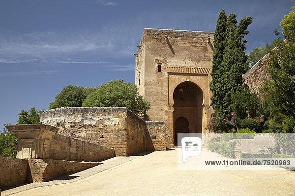 Eingangsportal zur Alhambra  UNESCO Welterbestätte  Granada  Andalusien  Spanien  Europa