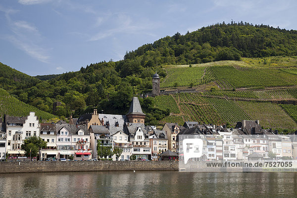 Townscape of Zell and the Moselle Valley  Moselle river  Rhineland-Palatinate  Germany  Europe  PublicGround