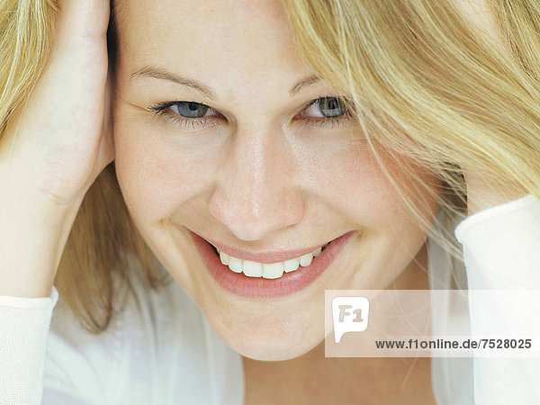 Portrait  junge Frau  lächelnd