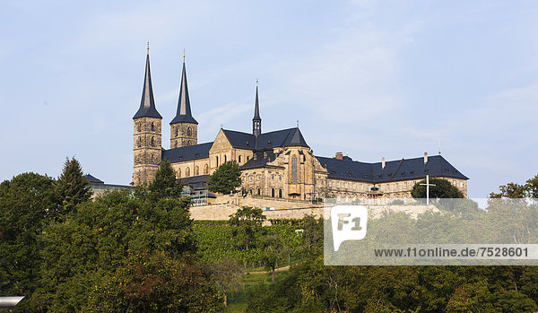 Blick auf den Bamberger Dom  Bamberg  Oberfranken  Franken  Bayern  Deutschland  Europa  ÖffentlicherGrund