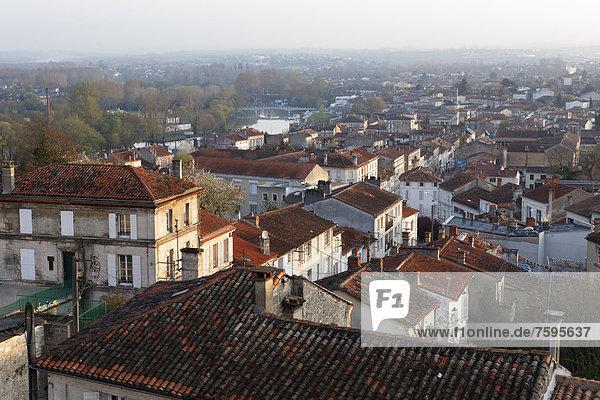 Houmeau district and the Charente River  AngoulÍme  Charente  Poitou-Charentes  France  Europe