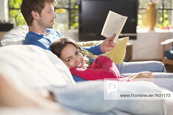Gemeinsames Entspannen auf dem Sofa