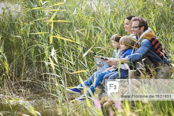 Familienangeln im hohen Gras Familienangeln im hohen Gras