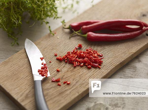 Messer mit gehackter Chilischote