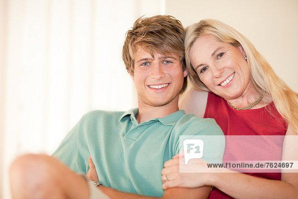 Mutter und Sohn entspannen sich gemeinsam