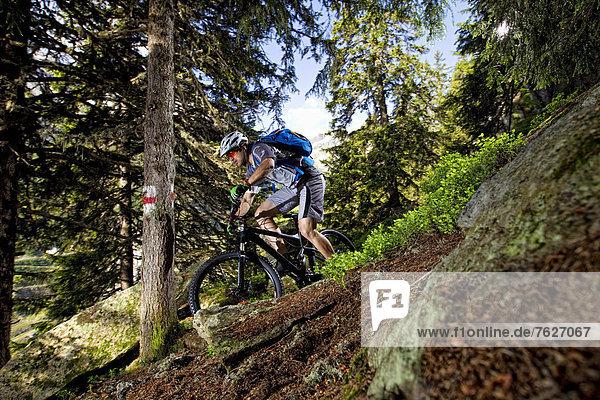 Mountainbiker in den Alpen  Andermatt  Schweiz