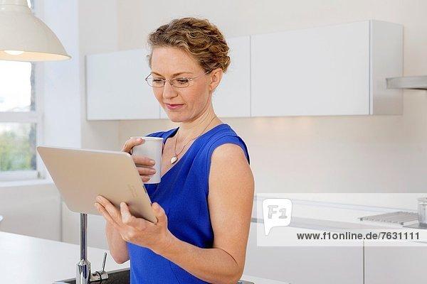 Attraktivität  Geschäftsfrau  arbeiten  Vorbereitung  gehen  jung