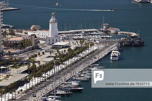 Ausblick von Monte de Gibralfaro auf den Hafen und Marina,  M·laga,  Andalusien,  Spanien,  Europa,  ÖffentlicherGrund