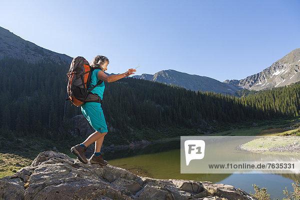 Frau  Hispanier  wandern  Boulder