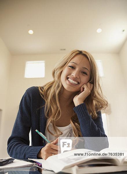 Frau  lächeln  lernen  mischen  Mixed