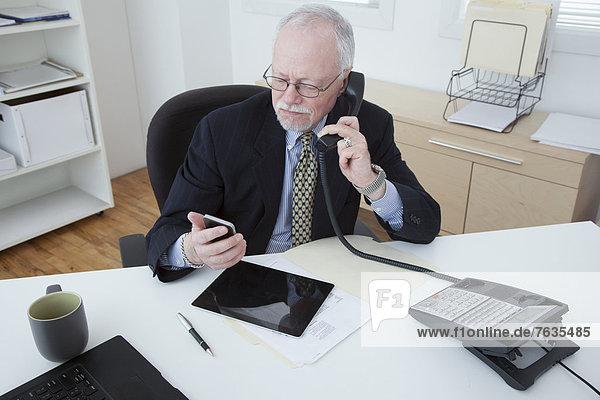 Europäer Geschäftsmann arbeiten Büro