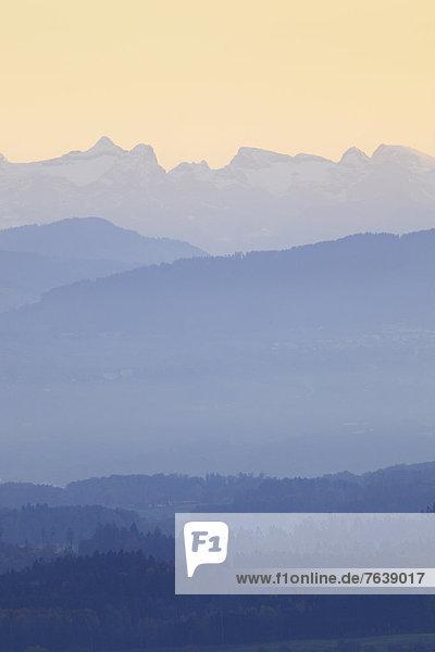 Panorama Europa Berg Konzept Silhouette Dunst Wald Stimmung Nebel Holz Alpen Herbst blau Ansicht Schweiz Zürich Bergpanorama Nebelfelder Zentralschweiz