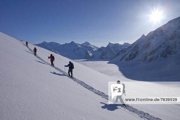Hütte Schneeschuh Berg Tagesausflug Eis Gletscher Bergwandern Moräne Sonne Berghütte Almhütte Aletschgletscher