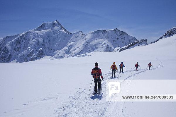 Hütte Schneeschuh Berg Tagesausflug Eis Gletscher Bergwandern Moräne Berghütte Almhütte Aletschgletscher