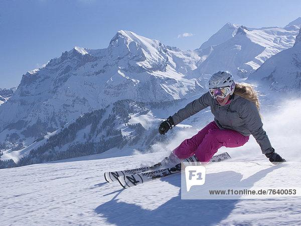 Frau Berg Winter schnitzen Skisport Ski Skipiste Piste Wintersport