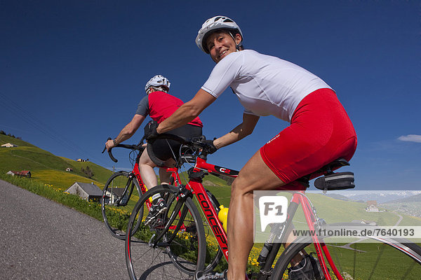 Frau Mann Fahrradfahrer Fahrrad Rad Rennrad Fahrrad fahren