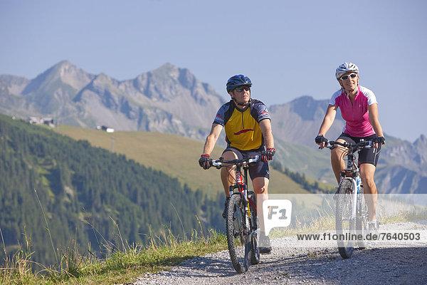 Frau Mann radfahren Fahrrad Rad Fahrrad fahren