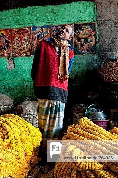 Blumenmarkt  Mann  Blume  ghat  Kalkutta  Indien  Markt  Westbengalen